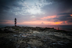 Faro en la puesta del sol Foto de archivo libre de regalías
