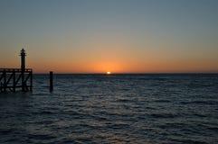 Faro en la puesta del sol Fotos de archivo