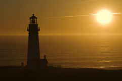 Faro en la puesta del sol Imágenes de archivo libres de regalías