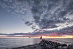 Faro en la puesta del sol Fotos de archivo libres de regalías