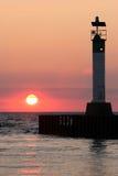 Faro en la puesta del sol el lago Hurón Fotografía de archivo libre de regalías