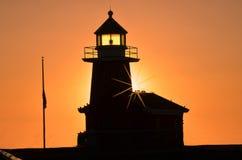 Faro en la salida del sol Foto de archivo libre de regalías