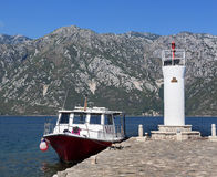 Faro en la señora de las rocas, bahía de Kotor, Montenegro de la isla Fotos de archivo