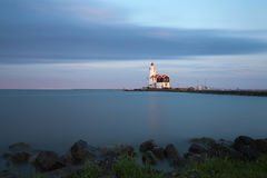 Faro en Marken en la puesta del sol Imagen de archivo libre de regalías