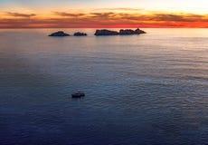 Faro en puesta del sol, isla Grebeni, Dubrovnik, Croacia fotos de archivo libres de regalías