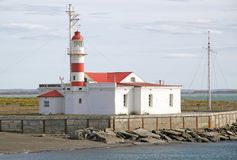 Faro en Punta Delgada a lo largo del Estrecho de Magallanes, Chile fotos de archivo
