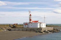 Faro en Punta Delgada a lo largo del Estrecho de Magallanes, Chile imagenes de archivo