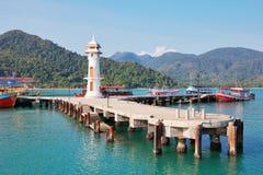 Faro en un embarcadero de Bao de la explosión en Koh Chang Island en Tailandia Fotos de archivo