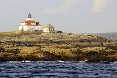 Faro en una roca estéril Foto de archivo libre de regalías