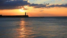 Faro en Yalta en la salida del sol, Crimea almacen de metraje de vídeo