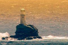 Faro famoso de Tourlitis en la isla de Andros en Grecia imágenes de archivo libres de regalías