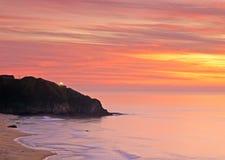 Faro iluminado en la puesta del sol Fotografía de archivo libre de regalías