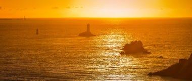 Faro La Pointe du Raz en Bretaña, Francia Fotos de archivo