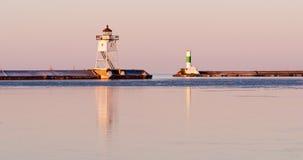 Faro leggero il lago Superiore Minneso del frangiflutti del porto di mattina Immagini Stock Libere da Diritti