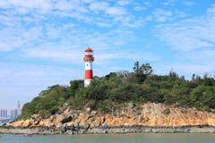 Faro Maine, faro con el cielo azul fotos de archivo