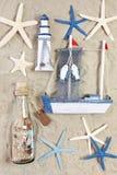 Faro, nave, botella y estrellas de mar Fotos de archivo