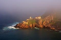 Faro nebbioso dell'oceano Immagine Stock