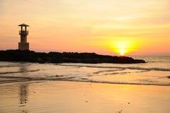 Faro e mare nel tramonto, Tailandia Fotografia Stock Libera da Diritti