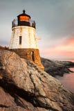 Faro Newport Rhode Island de la colina del castillo en la puesta del sol imagen de archivo