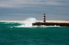Faro, onda Imagenes de archivo