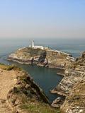 Faro País de Gales de la costa de Anglesey Foto de archivo