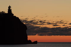Faro partido de la roca Fotografía de archivo libre de regalías