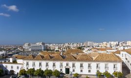 Faro Portugal flyg- sikt av tak och staden royaltyfri foto