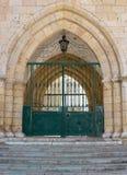 Faro Portugal, främre port till den gamla europeiska domkyrkan arkivfoton