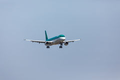 FARO, PORTUGAL - Juny 18, 2017: Aer Lingus-Flugflugzeuglandung auf internationalem Flughafen Faros Stockfotografie