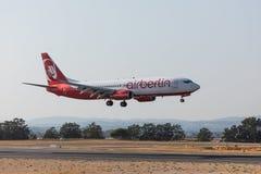 FARO, PORTUGAL - Juny 18, 2017: Airberlin-Flug-Flugzeuglandung auf internationalem Flughafen Faros Stockfoto