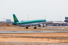 FARO, PORTUGAL - Juny 18, 2017 : Atterrissage d'avion de vols d'Aer Lingus sur l'aéroport international de Faro Photographie stock libre de droits