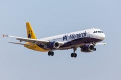 FARO, PORTUGAL - Juny 18, 2017 : Atterrissage d'avion de vols de monarque sur l'aéroport international de Faro Le monarque est un Images libres de droits