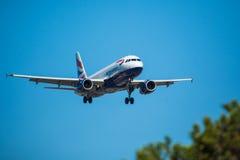 FARO, PORTUGAL - Juny 30, 2017 : Atterrissage d'avion de vols de lignes aériennes de Bruxelles sur l'aéroport international de Fa Photographie stock