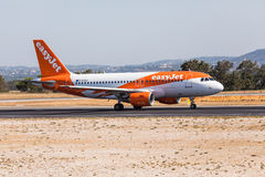 FARO, PORTUGAL - Juny 18, 2017 : départ d'avion de vols d'easyJet à l'aéroport international de Faro Images stock
