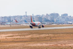 FARO, PORTUGAL - Juny 18, 2017 : départ d'avion de vols d'easyJet à l'aéroport international de Faro Images libres de droits