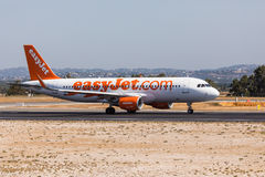 FARO, PORTUGAL - Juny 18, 2017 : départ d'avion de vols d'easyJet à l'aéroport international de Faro Photographie stock
