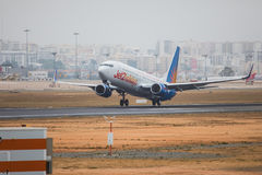 FARO, PORTUGAL - Juny 24, 2017 : Départ d'avion de vols de Jet2holidays à l'aéroport international de Faro Image libre de droits