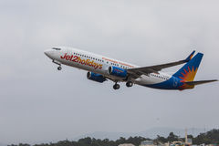 FARO, PORTUGAL - Juny 24, 2017 : Départ d'avion de vols de Jet2holidays à l'aéroport international de Faro Images libres de droits