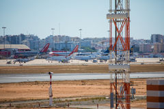 FARO, PORTUGAL - Juny 30, 2017 Faro-Rollbahn und Flughafen Flughafen Stockfotos