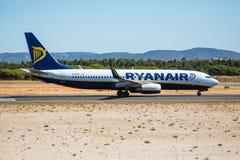 FARO, PORTUGAL - Juny 30, 2017: Ryanair-Flugflugzeugabfahrt von internationalem Flughafen Faros Lizenzfreies Stockfoto