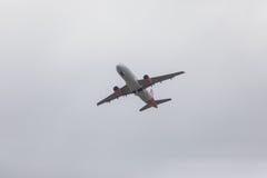 FARO, PORTUGAL - Juny 24, 2017: salida del avión de los vuelos del easyjet del aeropuerto internacional de Faro Imagen de archivo