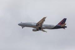 FARO, PORTUGAL - Juny 24, 2017 : Vols de lignes aériennes de Bruxelles aériens Photos libres de droits