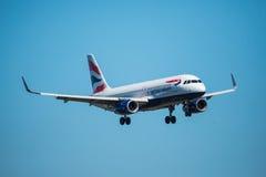 FARO PORTUGALIA, Juny, - 30, 2017: Brytyjskich dróg oddechowych lotów samolotu lądowanie na Faro lotnisku międzynarodowym Zdjęcie Royalty Free