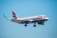 FARO PORTUGALIA, Juny, - 30, 2017: Brytyjskich dróg oddechowych lotów samolotu lądowanie na Faro lotnisku międzynarodowym Obrazy Stock