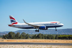 FARO PORTUGALIA, Juny, - 30, 2017: Brytyjskich dróg oddechowych lotów samolotu lądowanie na Faro lotnisku międzynarodowym Zdjęcia Stock