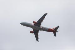 FARO PORTUGALIA, Juny, - 24, 2017: easyjet lotów samolotu odjazd od Faro lotniska międzynarodowego Fotografia Stock