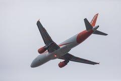 FARO PORTUGALIA, Juny, - 24, 2017: easyjet lotów samolotu odjazd od Faro lotniska międzynarodowego Obrazy Royalty Free