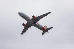 FARO PORTUGALIA, Juny, - 24, 2017: easyjet lotów samolotu odjazd od Faro lotniska międzynarodowego Obraz Stock