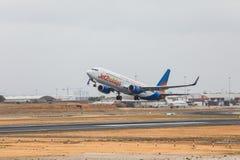 FARO PORTUGALIA, Juny, - 24, 2017: Jet2holidays lotów samolotu odjazd od Faro lotniska międzynarodowego Zdjęcie Stock