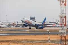 FARO PORTUGALIA, Juny, - 24, 2017: Jet2holidays lotów samolotu odjazd od Faro lotniska międzynarodowego Obraz Stock
